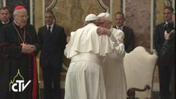 abbraccio papa francesco papa benedetto xvi